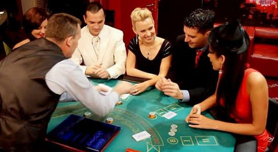 Men vs Women Poker Players